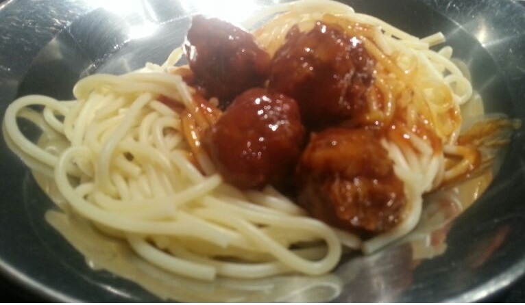 Recipe: Meatballs with sauce and noodles